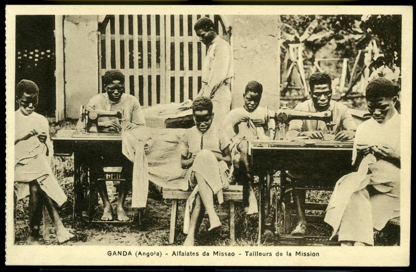 Postal que foi mostrado na exposição Racismo e Cidadania com sete alfaiates jovens em Angola, no Ganda