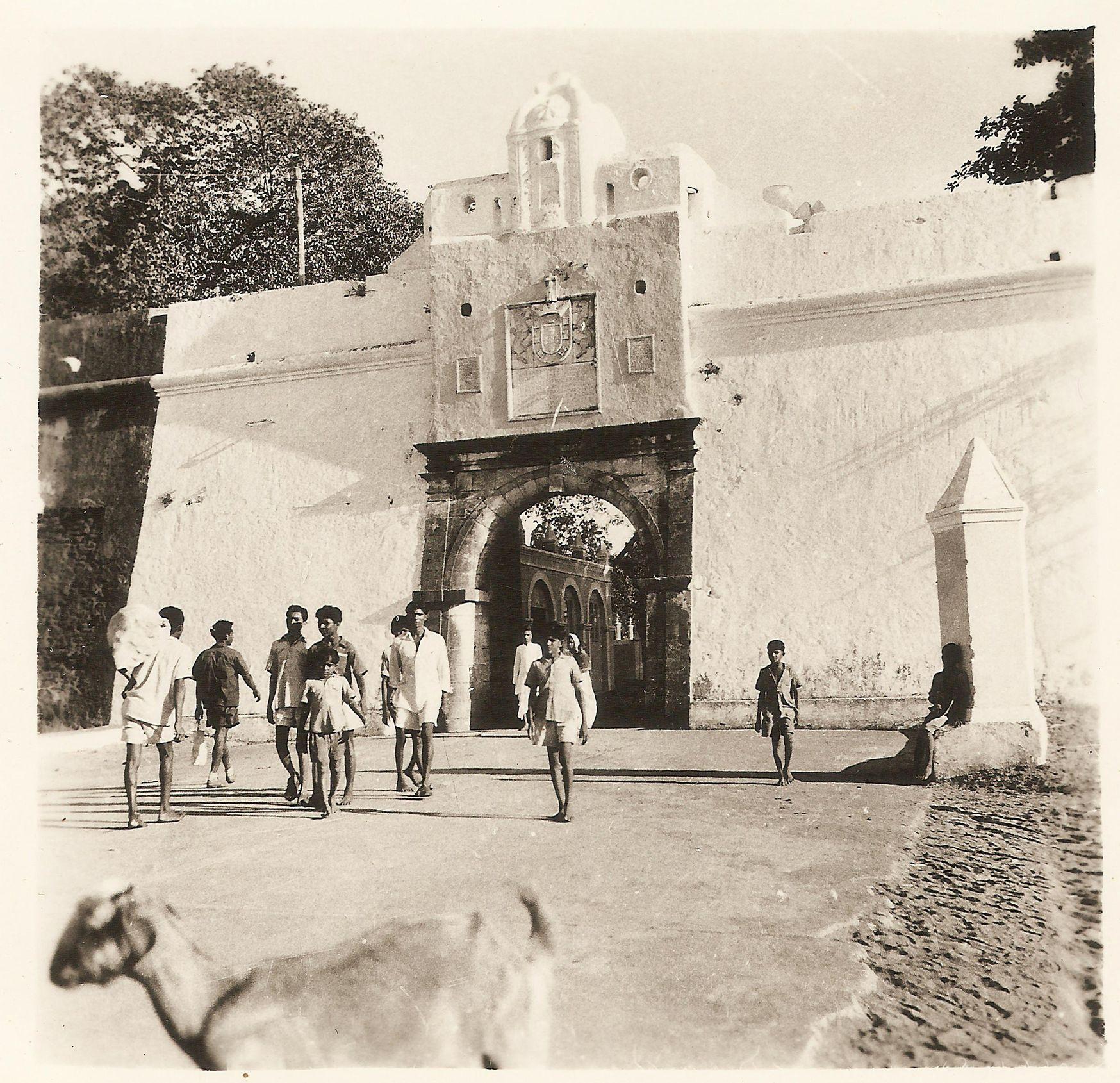 Fotografia da entrada da Praça de Damão. fotografia da Porta do mar