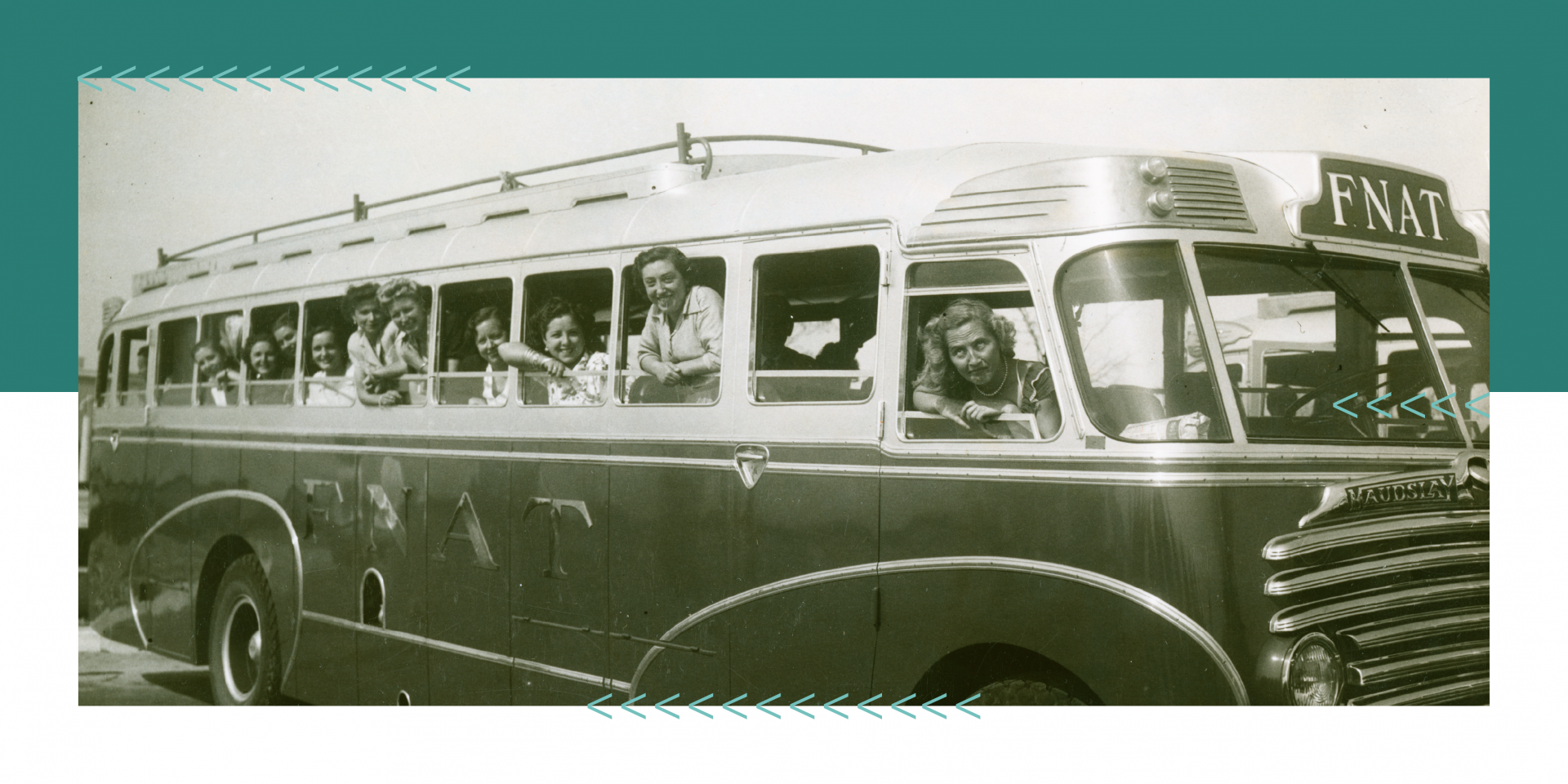 Excursionistas espanhóis em camioneta da Fundação Nacional para a Alegria no Trabalho em 1952