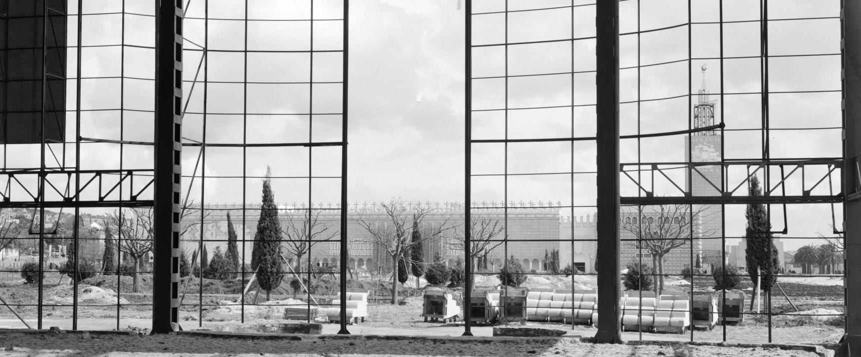 Preparação do Jardim da Praça do Império antes da Exposição do Mundo Português